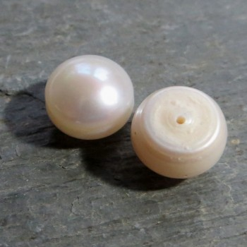 High quality Cream Pearl with 10 mm bore, pair