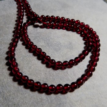 Almandin garnet, bead 3.5 mm -1pcs